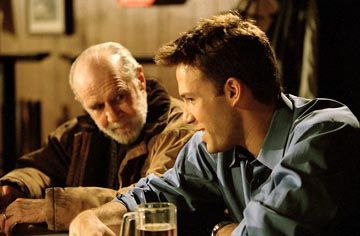 George Carlin plays the father of Ollie Trinke (Ben Affleck) in Jersey Girl