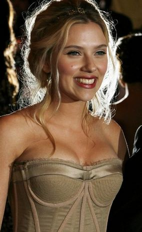 ryan reynolds and scarlett johansson wedding. Related: Scarlett Johansson