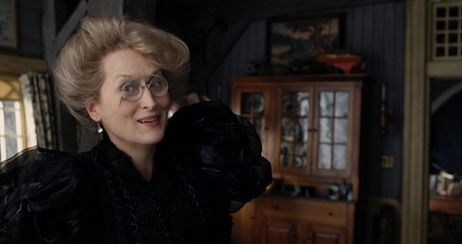 Meryl Streep (as Aunt Josephine) in 'Lemony Snicket's A Series of Unfortunate Events'