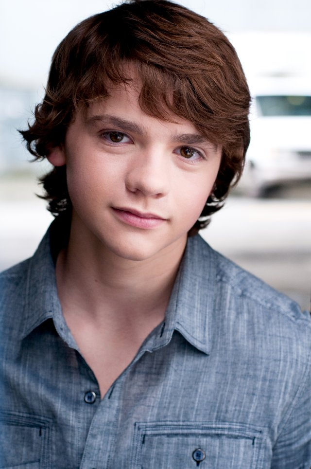 Joel Courtney Pictures - Rotten Tomatoes