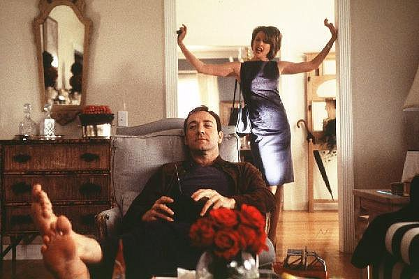 Kevin Spacey chills out as Lester Burnham while Annette Benning disapproves as Carol Burnham in American Beauty (2000)