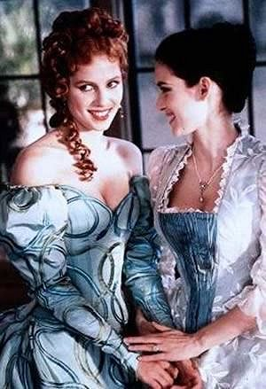 Winoan Ryder and Sadie Frost in Dracula